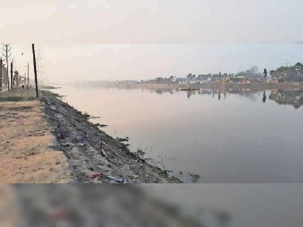 अधूरा मत्स्यगंधा झील जिसके किनारे लगाया जाना है पेवर ब्लॉक। - Dainik Bhaskar