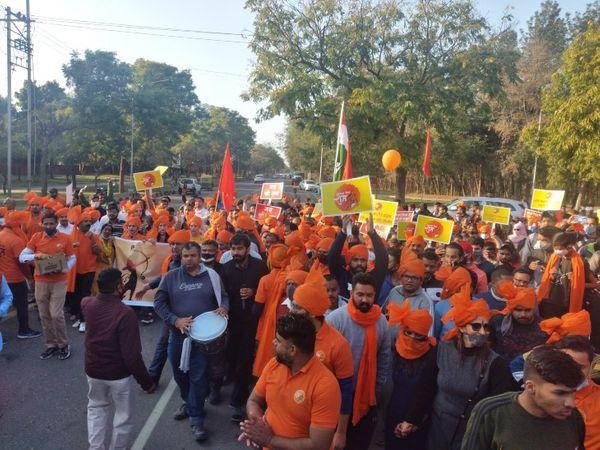 इस वाॅकाथान में हजारों लोगों ने शिरकत की। समिति द्वारा भगवान राम की स्मृति वाली टी-शर्ट भी बांटी गईं। - Dainik Bhaskar