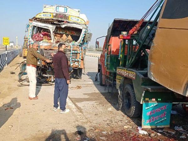 दुर्घटना कोटपूतली से नारनौल जाने वाले बाईपास पर पनियाला से नांगल चौधरी रोड स्थित पुराने आरटीओ नाके के पास हुई। - Dainik Bhaskar
