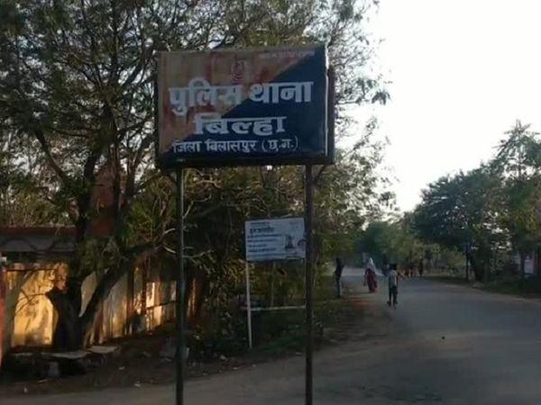 छत्तीसगढ़ के बिलासपुर स्थित मंडी से चोर सुरक्षा के बीच भी  45 बोरी धान पिकअप में भरकर ले भागे। - Dainik Bhaskar