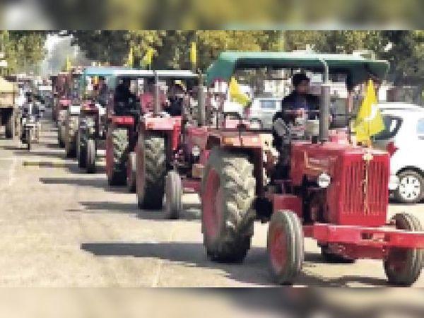 किसानों ने ट्रैक्टर रैली निकाल जताया विरोध। - Dainik Bhaskar