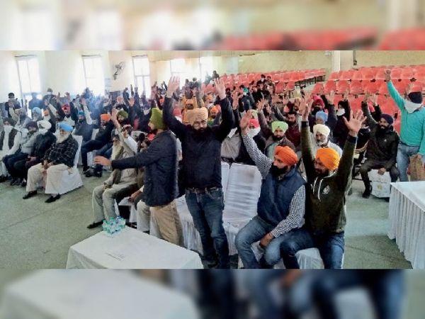 हाईवे के विरोध में - Dainik Bhaskar