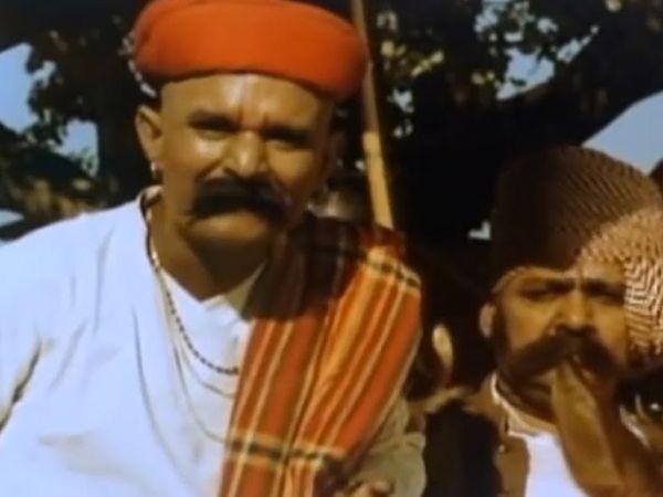 फ़िल्म 'मदर इंडिया' के एक दृश्य में सुक्खी लाला के किरदार में कन्हैयालाल। - Dainik Bhaskar