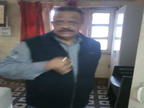 संयुक्त संचालक नगरीय प्रशासन एवं विकास जबलपुर में प्रभारी सहायक यंत्री आदित्य सिंह को रिश्वत लेते दबोचा गया।