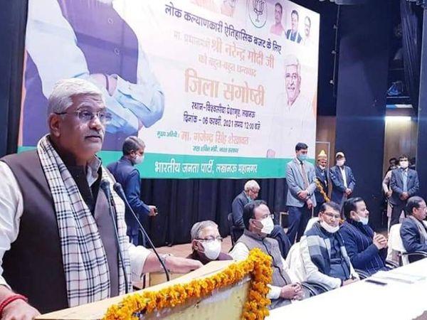 कार्यक्रम में बोलते हुए केंद्रीय मंत्री गजेंद्र सिंह शेखावत। - Dainik Bhaskar