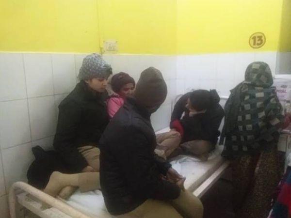 अस्पताल में भर्ती महिला सिपाहियों की हालत अब पहले से बेहतर है। फिलहाल उन्हें निगरानी में रखा गया है। - Dainik Bhaskar
