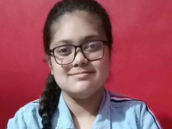 तनिष्का को 12 वर्ष की उम्र में 12वीं पास करने पर एशिया बुक ऑफ अवॉर्ड मिल चुका है। (फाइल फोटो) - Dainik Bhaskar