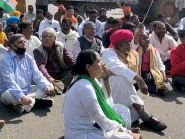 देशव्यापी आह्वान पर भारतीय किसान संघर्ष समिति ने केपाटन चौराहे पर जाम लगाया