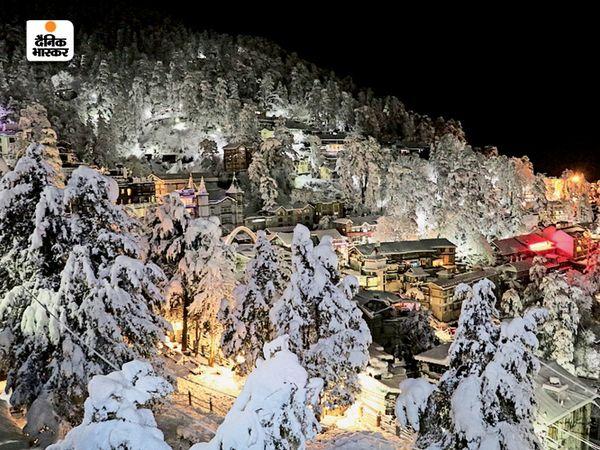 हिमाचल प्रदेश की राजधानी शिमला में हर तरफ बर्फ की चादर दिखाई दे रही है।