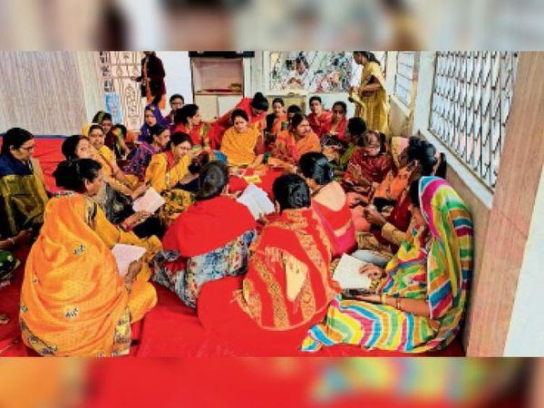 मातृ शक्ति ने खेड़ापति हनुमान मंदिर में सुंदरकांड का पाठ किया। - Dainik Bhaskar