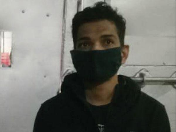 रिहाई के बाद जेल से बाहर आए कॉमेडियन मुनव्वर फारुकी की तस्वीर। - Dainik Bhaskar