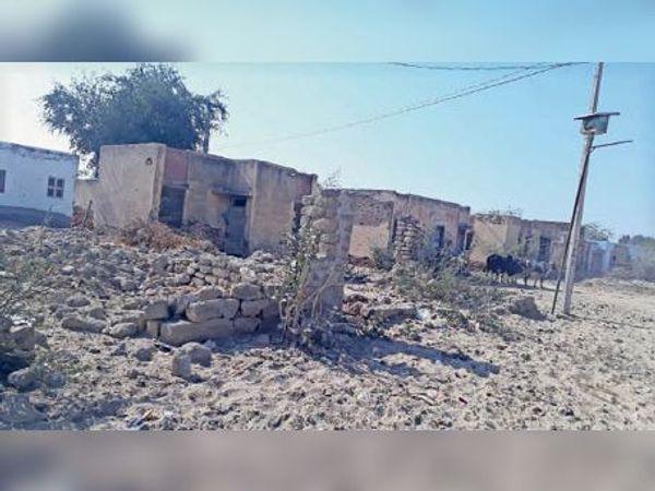 इस गांव में न तो सड़क है और न ही अस्पताल। - Dainik Bhaskar