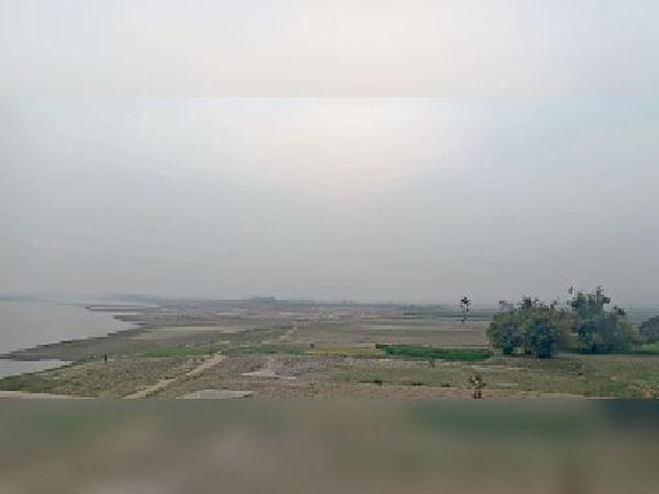 कदवा में हल्की बारिश के बाद आसमान में छाए बादल। - Dainik Bhaskar