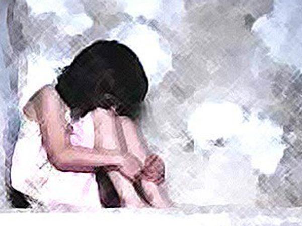 आरोपी के धमकाने के कारण बच्ची दो दिन तक दर्द सहती रही, लेकिन उसने किसी को कुछ नहीं बताया। - प्रतीकात्मक फोटो - Dainik Bhaskar
