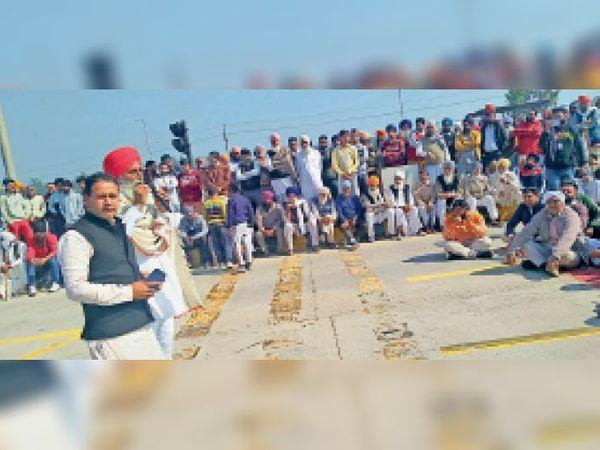 इस्माइलाबाद | सैनीमाजरा में लगाया जाम - Dainik Bhaskar