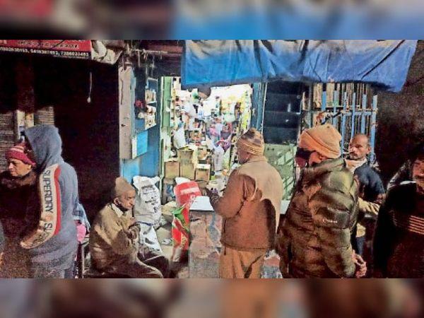 पानीपत. राजपूताना बाजार में लूटपाट की घटना के बाद जांच करती पुलिस। - Dainik Bhaskar