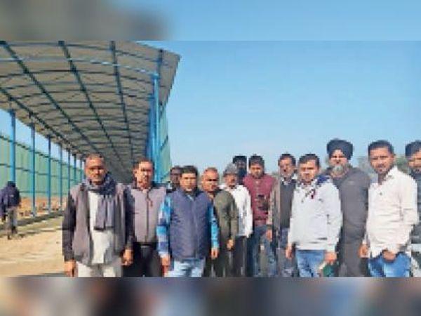 यमुनानगर | निगम अधिकारियों के साथ स्थानीय निवासी। - Dainik Bhaskar