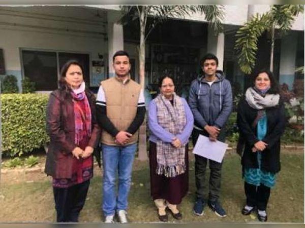 प्रिंसिपल डॉ. परमजीत कौर ने उपलब्धि के लिए स्टूडेंट्स और उनके अध्यापकों की सराहना की। - Dainik Bhaskar