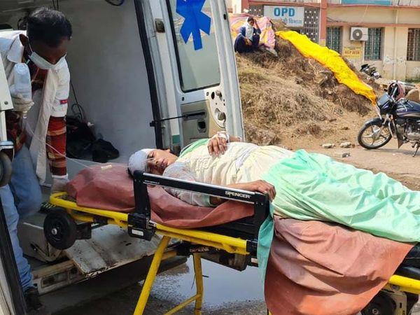 मृतका बर्मामाइंस के कैलाश नगर निवासी सरोज मिश्रा (37) बिस्टुपुर स्थित पोस्ट ऑफिस में अनुबंध पर काम करती थी।