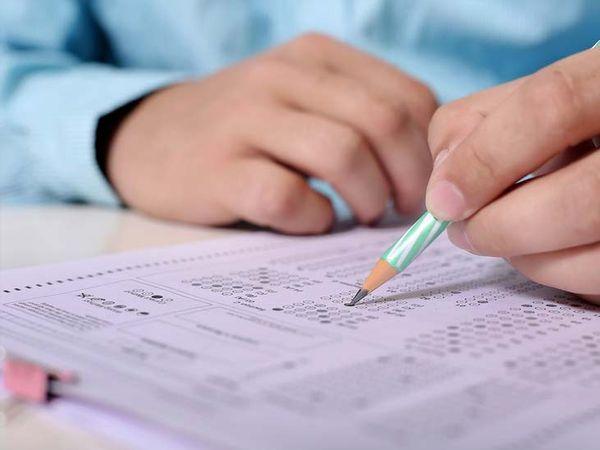 यूपीएससी द्वारा आयोजित यह परीक्षा तीन पालियों में हुई। (प्रतीकात्मक फोटो) - Dainik Bhaskar