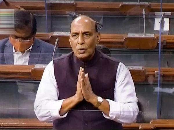 लोकसभा में रक्षा मंत्री राजनाथ सिंह हाथ जोड़कर विपक्ष से चर्चा में शामिल होने की अपील की। - Dainik Bhaskar