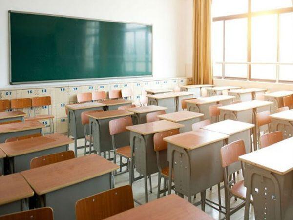 मध्य प्रदेश में मिडिल व प्राइमरी स्कूल पिछले 11 माह से बंद हैं। सरकार ने पहली से आठवीं तक के स्कूल 31 मार्च तक बंद रखने का निर्णय लिया था। - Dainik Bhaskar