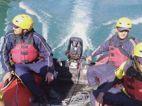 उत्तराखंड जल पुलिस ने आसपास की नदियों में भी सर्च ऑपरेशन शुरू कर दिया है। तपोवन में आए सैलाब में कई लोगों के बहने की आशंका है।