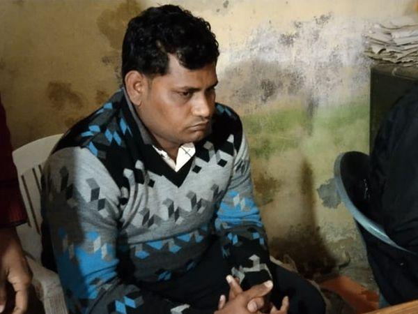 बारां में 30 हजार रुपए की रिश्वत लेते हुए मंगलवार को एसीबी की गिरफ्त में आया पटवारी आरोपी विनोद कुमार मालव - Dainik Bhaskar