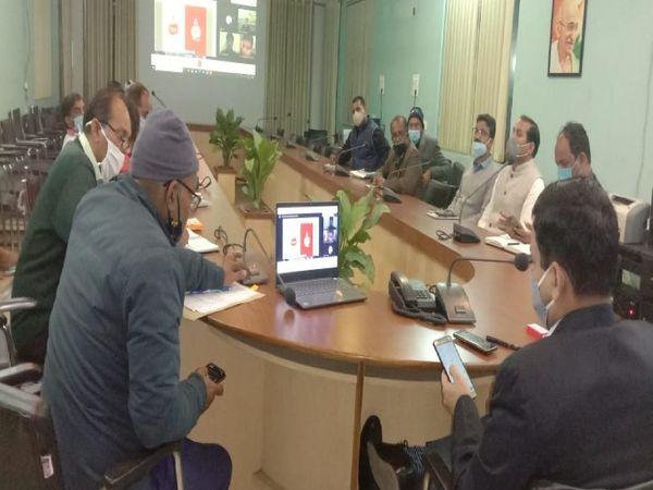 DM कौशल राज शर्मा ने टमाटर महोत्सव को लेकर रायफलक्लब में बैठक की। - Dainik Bhaskar