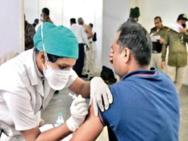 आज 23 स्थानों पर बने 70 टीकाकरण केंद्रों पर लगाई जाएगी वैक्सीन - Dainik Bhaskar