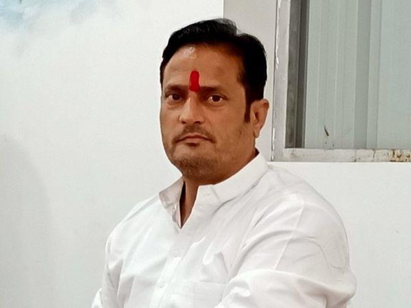 कांग्रेस के राष्ट्रीय सचिव और असम के प्रभारी विकास उपाध्याय को-वैक्सीन को लेकर पहले भी काफी आक्रामक बयान दे चुके हैं। - Dainik Bhaskar