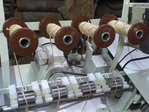 इसी मशीन की मदद से मुरुगेसन बनाना वेस्ट से रस्सियां तैयार करते हैं।
