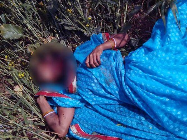 घटना की सूचना के बाद मौके पर पहुंची पुलिस ने शव को पोस्टमॉर्टम के लिए भिजवा दिया है। - Dainik Bhaskar