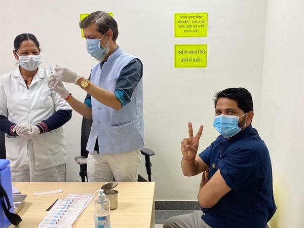 उदयपुर में सोमवार से हेल्थ वकर्स के कोरोना वैक्सीन की दूसरी डोज लगाने की प्रक्रिया शुरू हुई। - Dainik Bhaskar
