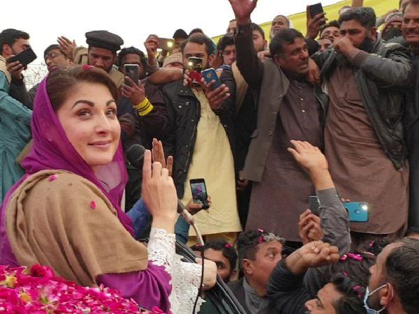 नवाज शरीफ की बेटी और पाकिस्तान मुस्लिम लीग की वाइस प्रेसिडेंट मरियम नवाज ने सोमवार को फिर फौज को निशाने पर लिया। मरियम ने कहा- पाकिस्तान की जनता के वोट लूटने की साजिश फिर नहीं होनी चाहिए। - Dainik Bhaskar