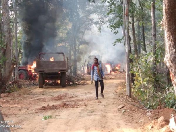 आग लगाने से 8 वाहन जलकर खाक हो गए। नक्सलियों ने कर्मचारियों और श्रमिकों को कोई नुकसान नहीं पहुंचाया है।