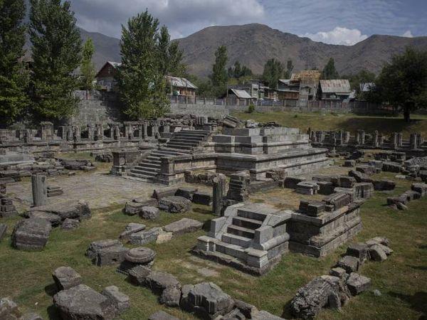 फोटो अवंतिपोरा स्थित अवंती स्वामी मंदिर की है। इस मंदिर का निर्माण अवंतिवर्मन ने कराया था। फोटो- आबिद भट