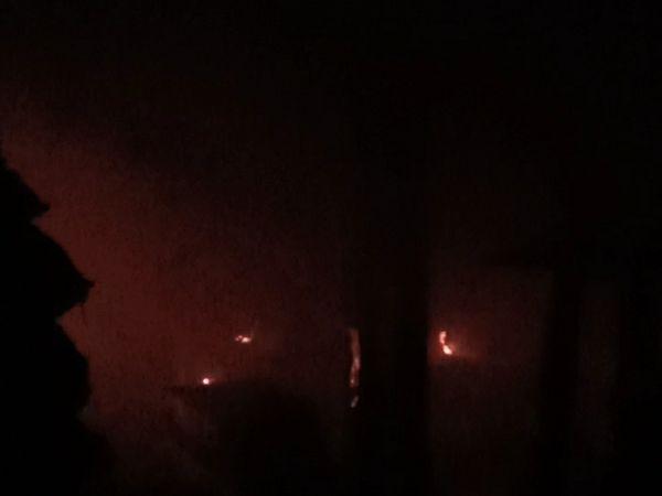 उज्जैन के पोहा फैक्ट्री में लगी आग से कोई जनहानि नहीं हुई, नुकसान का आंकलन किया जा रहा है - Dainik Bhaskar