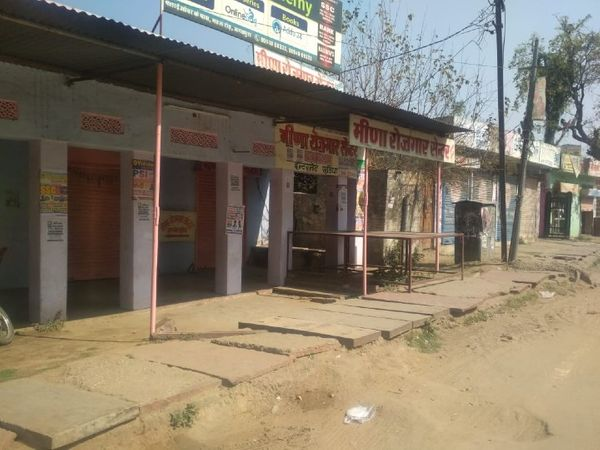 जयपुर के जगतपुरा का मुख्य बाजार आंदोलन के कारण बंद रहा। शाम करीब 4 बजे बाद व्यापारियों ने अपने प्रतिष्ठान खोले।