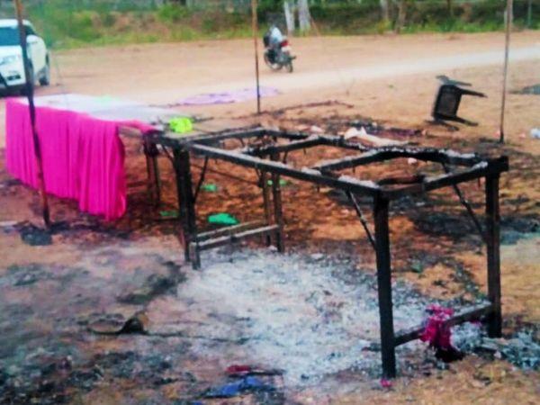 कैलाशपुरी गांव में क्रिकेट प्रतियोगिता आयोजन स्थल पर लगी आग। - Dainik Bhaskar