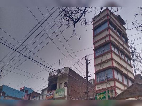 शहर में आकाश में छाया बादल। - Dainik Bhaskar