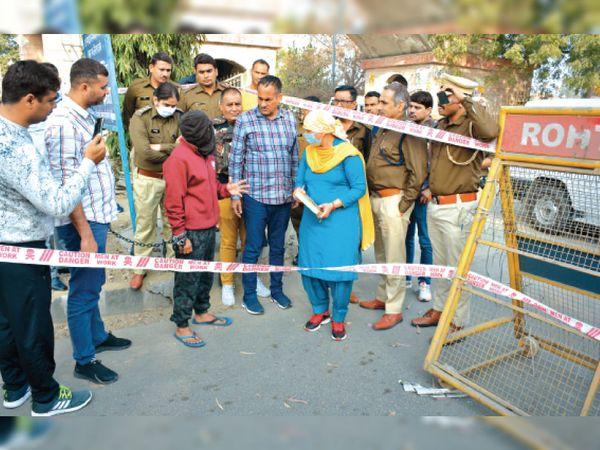 पुलिस हिरासत में आरोपी सुखविंद्र का फाइल फोटो। - Dainik Bhaskar
