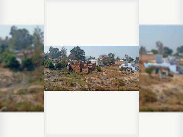 जहां से लोगों को विस्थापित किया मुआवजा मिलने के बाद वहीं बना लिए पक्के मकान। - Dainik Bhaskar