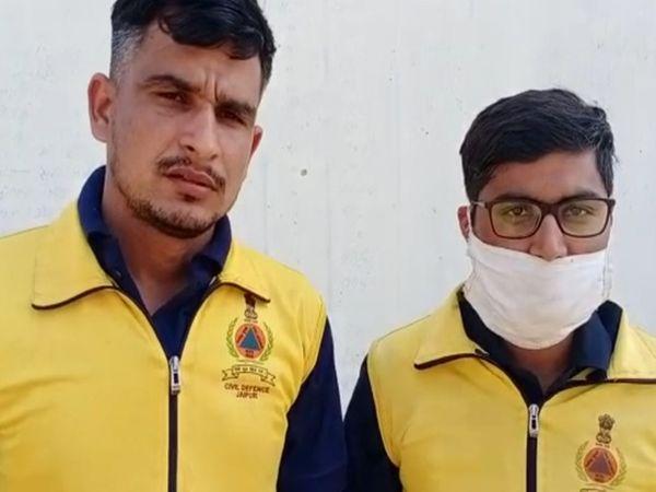 जयपुर के प्रताप नगर में सिविल डिफेंस के महेंद्र सेवदा और अविनाश ने अपने साथियों की सूझबूझ से युवती को बचा लिया। - Dainik Bhaskar