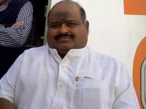 ओएफएस एविएशन के संचालक फारुख सरकारी की जहर खाने से मौत हो गई। - Dainik Bhaskar