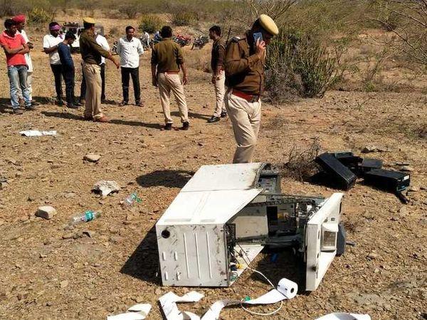 किशनगढ़ में मिला बिखरा पड़ा ATM