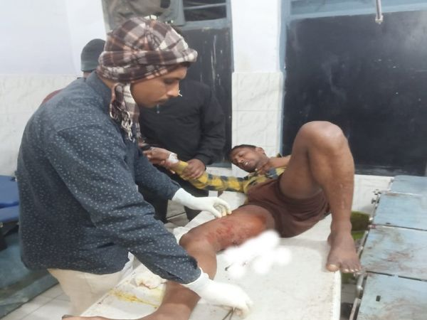 छपरा सदर अस्पताल में घायल युवक को भर्ती करवाया गया। - Dainik Bhaskar