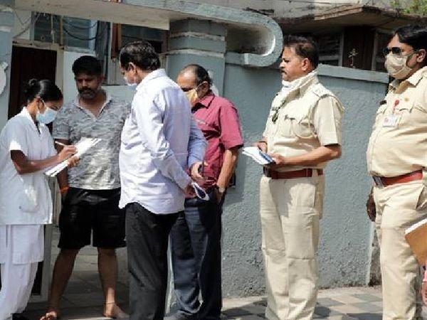 लगातार बढ़ रहे केस के बाद यावतमाल नगरनिगम की टीम ने घर-घर जाकर चेकिंग अभियान शुरू किया है। - Dainik Bhaskar