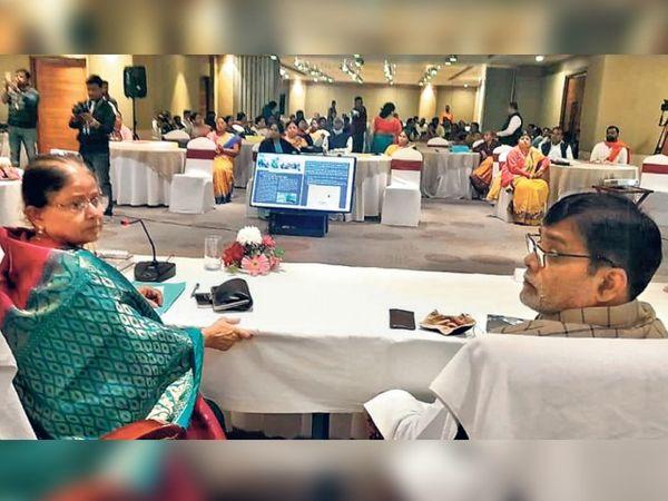 लेमन ट्री होटल में आयोजित पटना नगर निगम की बैठक में मेयर सीता साहू व सांसद रामकृपाल यादव। - Dainik Bhaskar