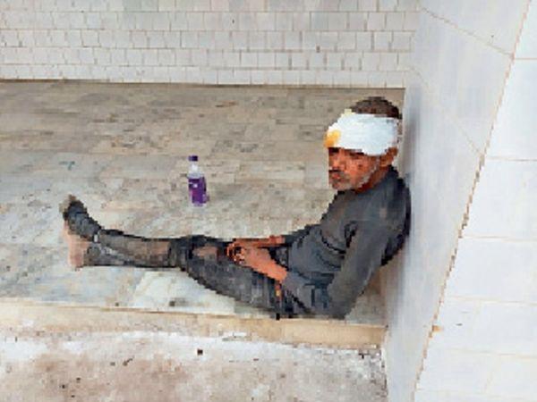 सीएचसी में इलाजरत घायल। - Dainik Bhaskar